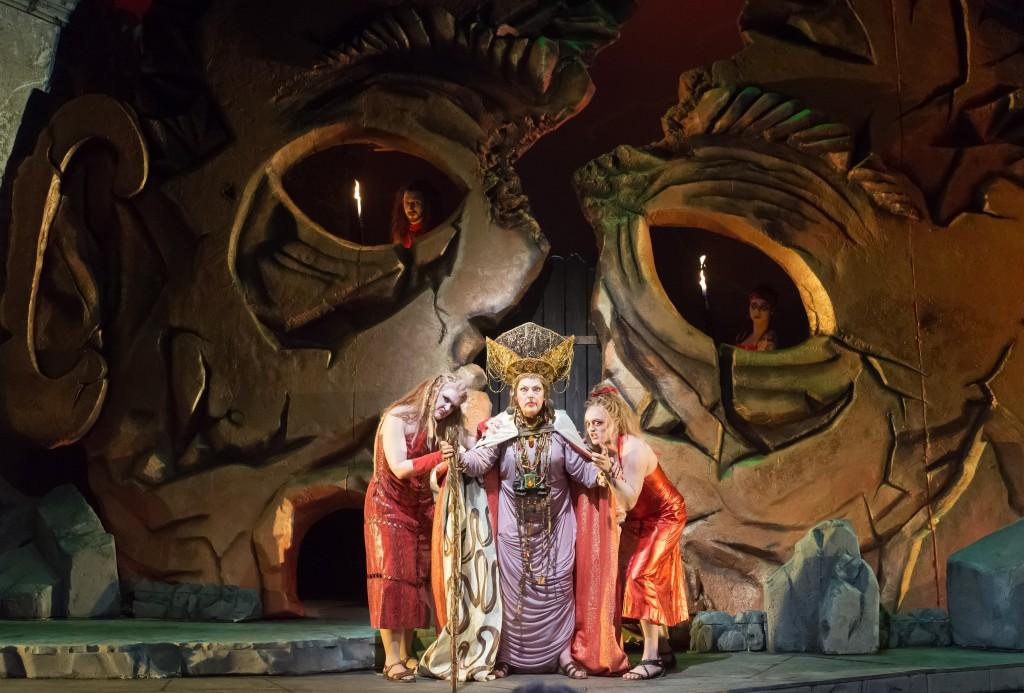 Joyce Castle (Klytamenstra) in DMMO's production of Strauss' Elektra