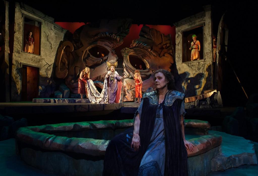 Brenda Harris (Elektra) and Joyce Castle (Klytamnestra) in DMMO's production of Strauss' Elektra